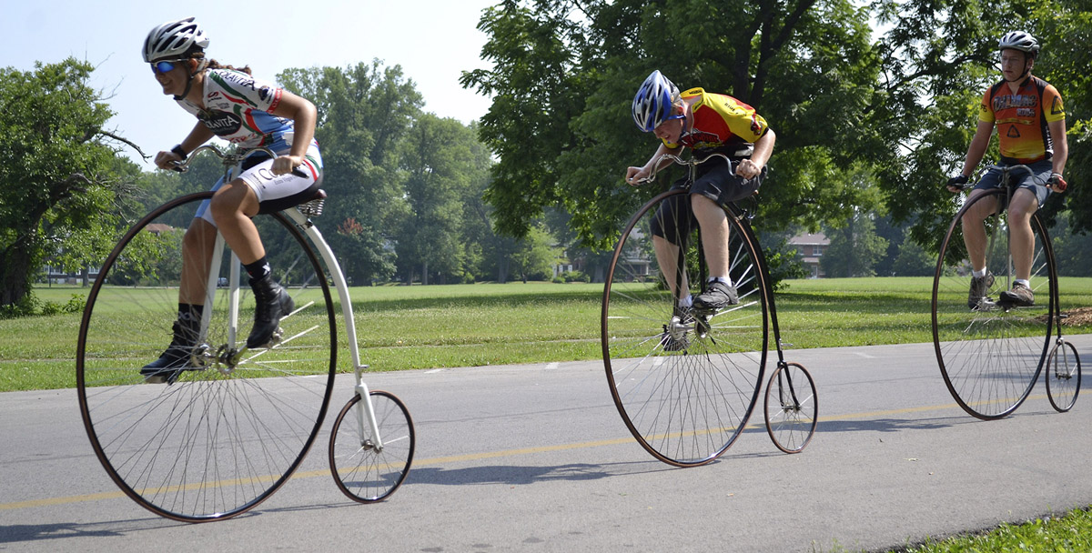 вытынанок елочек картинка где есть велосипеды дождик собирается туристы